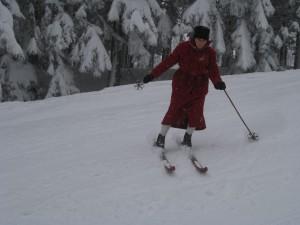 Eleganz sieht anders aus als beim Nostalgie-Skifahren