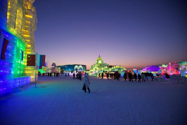 Stadt aus Eis bei Eisfestival in Harbin in China